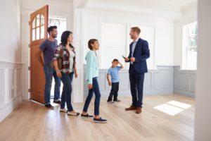 Contar con un agente inmobiliario para vender tu casa